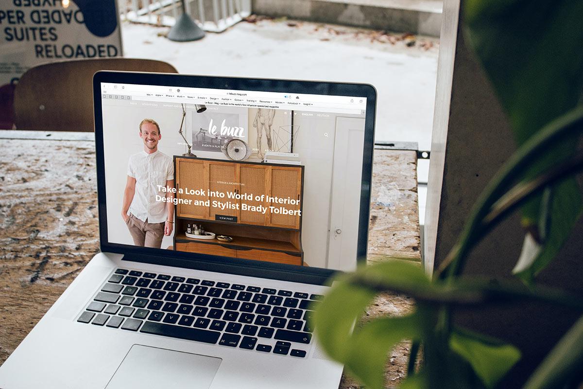 Webseite auf einem Laptop am Bildschirm